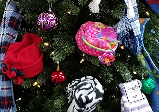 Mitten tree with items